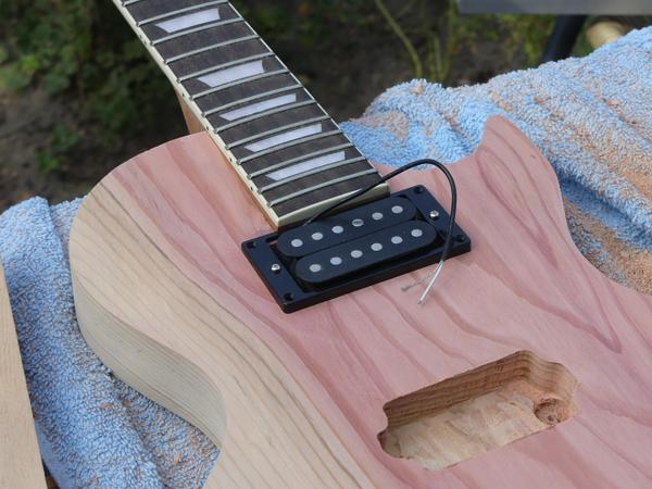 Hoe bouw je zelf een goed klinkende gitaar, gitaarbouwblog voor de beginnende gitaarbouwer.