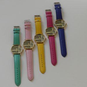 Horloge goudkleurige kast pianotoetsen g-sleutelgekleurde band gadgets voor gitaar en muziek cadeau kind roze fuchsia geel groen blauw