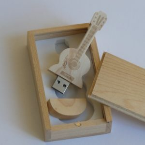 USB stick 32 Gb in houten mooi houten doosje leuk cadeau