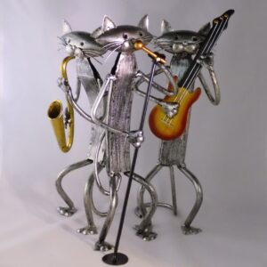 beeldje kat met instrument