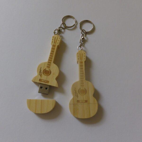 USB stick hout gitaar