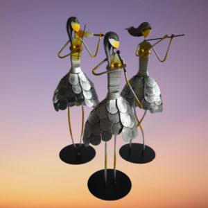 handgemaakte stalen beeldje van muzikante